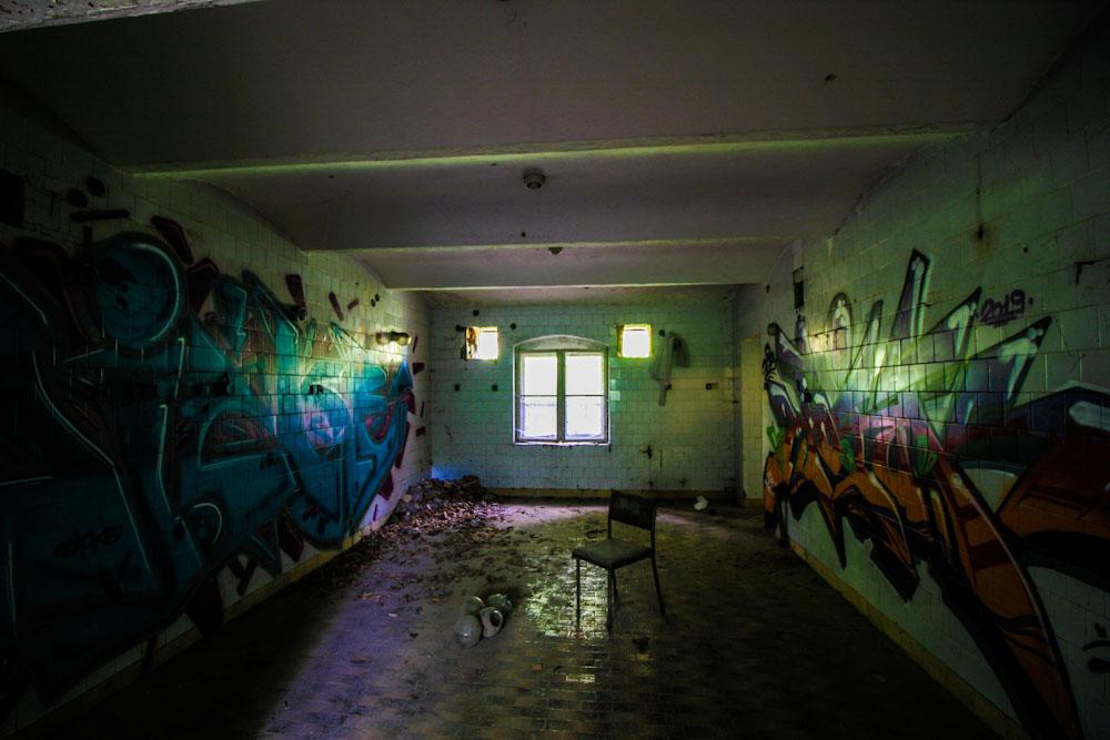 Kliknij obrazek, aby uzyskać większą wersję  Nazwa:urbex mokrzeszów grafity forum.jpg Wyświetleń:90 Rozmiar:122,5 KB ID:4641