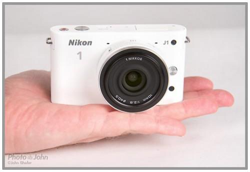 Kliknij obrazek, aby uzyskać większą wersję  Nazwa:nikon_J1_hand-frnt-500x344.jpg Wyświetleń:96 Rozmiar:28,5 KB ID:3069